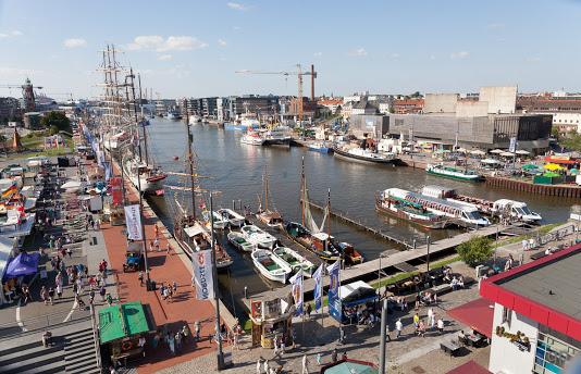 Aufnahme vom Hafenfest Juli 2014 mit Dampfer  WELLE